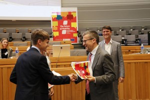 Carlos Moedas, EU Commissioner for Research, Science and Innovation, received the students' resolution